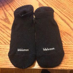 Lululemon sticky socks size small fits 5-7